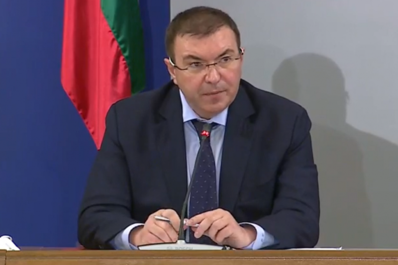 """Костадин Ангелов: Може и да изтеглим ваксината на """"Астра Зенека"""""""