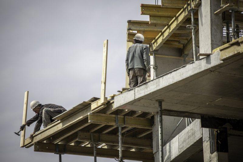 Строителна арматура уби работник в София и рани тежко други четирима