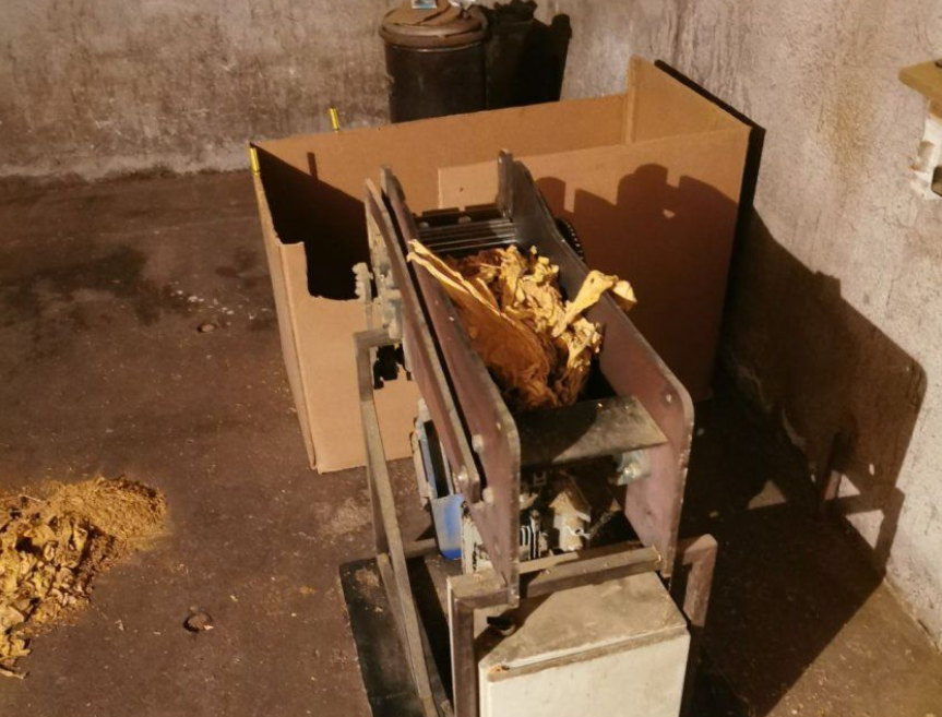 Тон тютюн, тон алкохол и хиляди цигари иззеха при акция