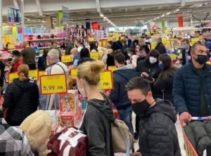 Доц. Ангел Кунчев заговори за затваряне и на големите магазини преди празниците