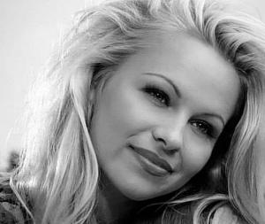 Памела Андерсън с необичайно искане към българския парламент