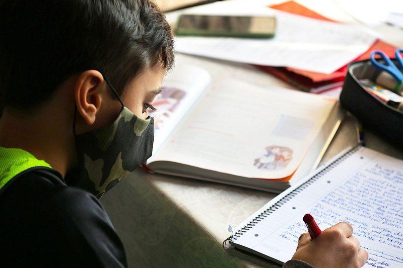 Нов план за работата на училищата по време на следващата вълна от COVID-19