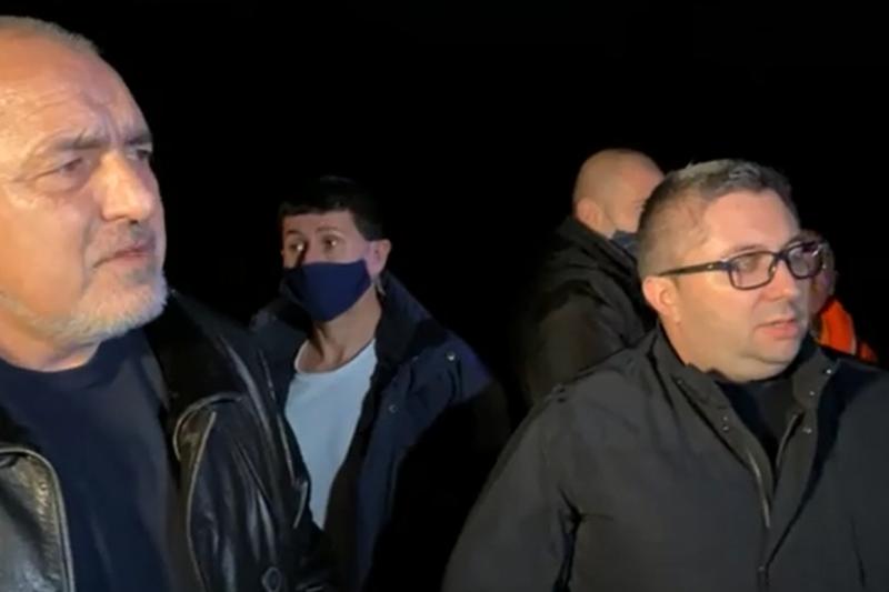 Борисов инспектира и пропаднал път след дъждовете: Строили са го комунистите