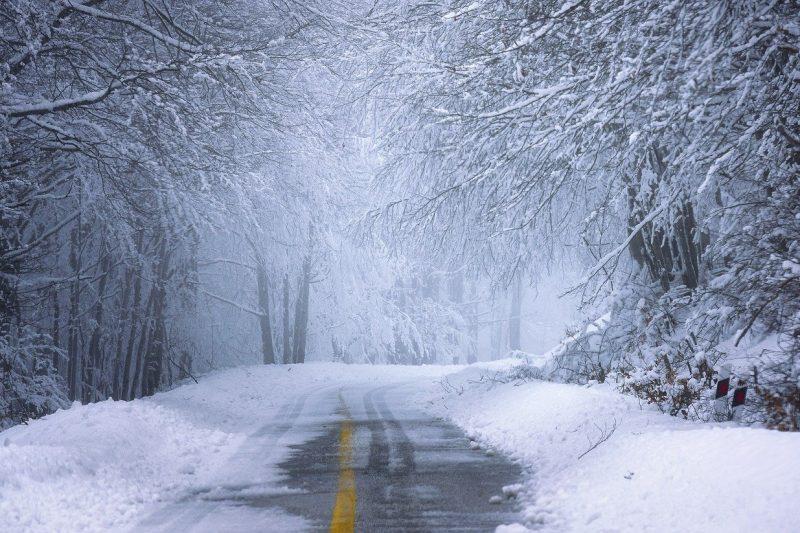 Усложнява се обстановката в Североизточна България – опасност от виелици и снегонавявания
