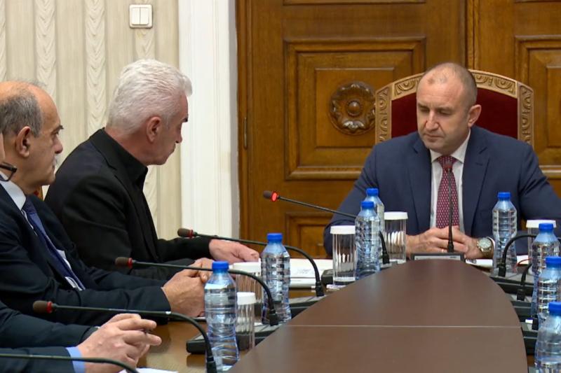 """""""Ще хванем бика за рогата"""": Сидеров поиска Радев да е гарант за чесни избори"""