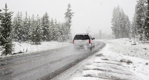 ТЕЖКА ЗИМА: Мини торнада в Североизточна България, предупредиха да не пътуваме