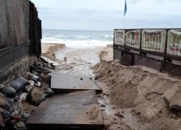 Дъждовете отнесоха плажовете на Созопол (СНИМКИ)