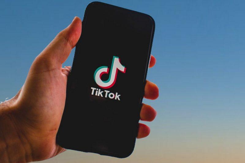 Дете загина по време на опасна игра в TikTok, блокират социалната мрежа в Италия