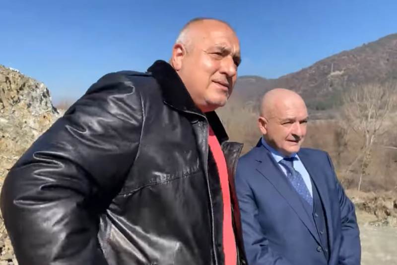 """Борисов показа на Мутафчийски АМ """"Струма"""" и заръча: Ваксинирайте яко!"""