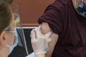 Read more about the article Непубликувани данни: Колко са ваксинираните, които се заразяват и стигат до болница заради COVID-19?
