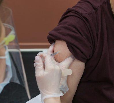 млади мъже, ваксинация, миокардит, възпаление на сърцето