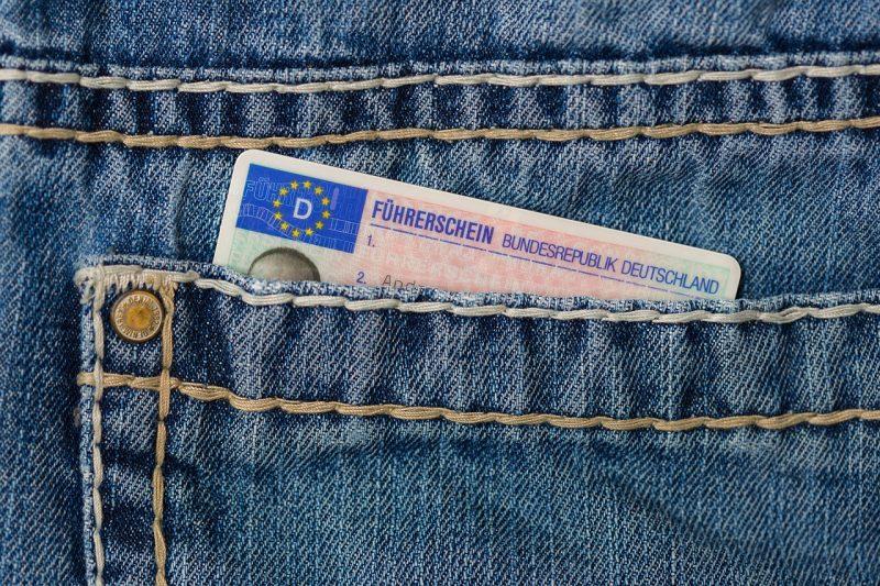 Удължават валидността на изтеклите шофьорски книжки заради пандемията