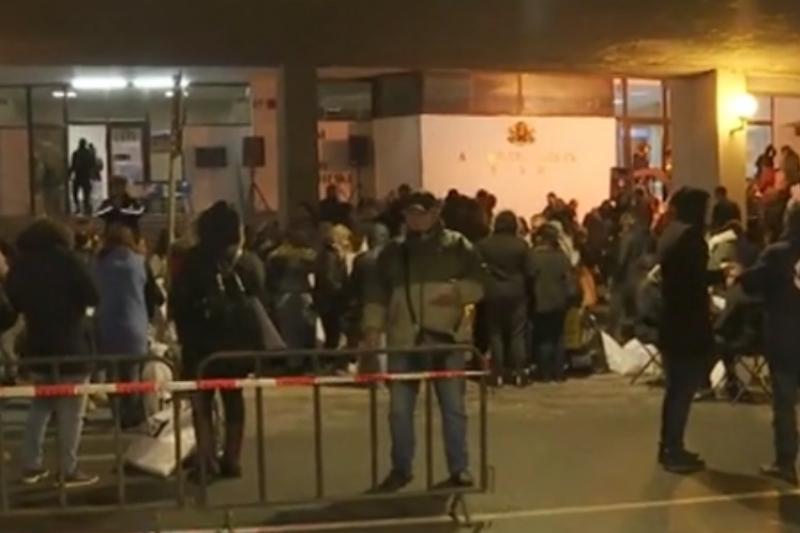 Хаос и напрежение при предаване на изборните протоколи на много места у нас