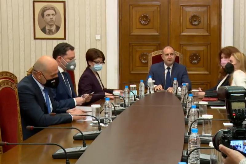 КОНСУЛТАЦИИТЕ: Борисов не отиде при Радев, президентът обяви, че не може да е архитект на управлението