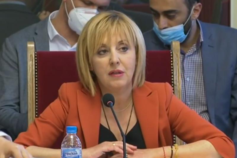 Манолова: Чакаме да чуем мотивите на Трифонов за връщането на мандата, не трябва големите да се крият зад малките