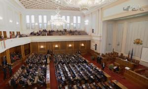 Партиите се надпреварват да предлагат намаление на депутатските заплати