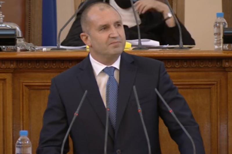 Румен Радев започва консултациите за правителство в понеделник