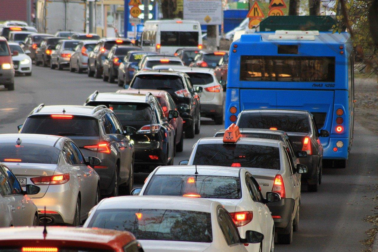 Близо половин милион автомобила са напуснали София преди Великден