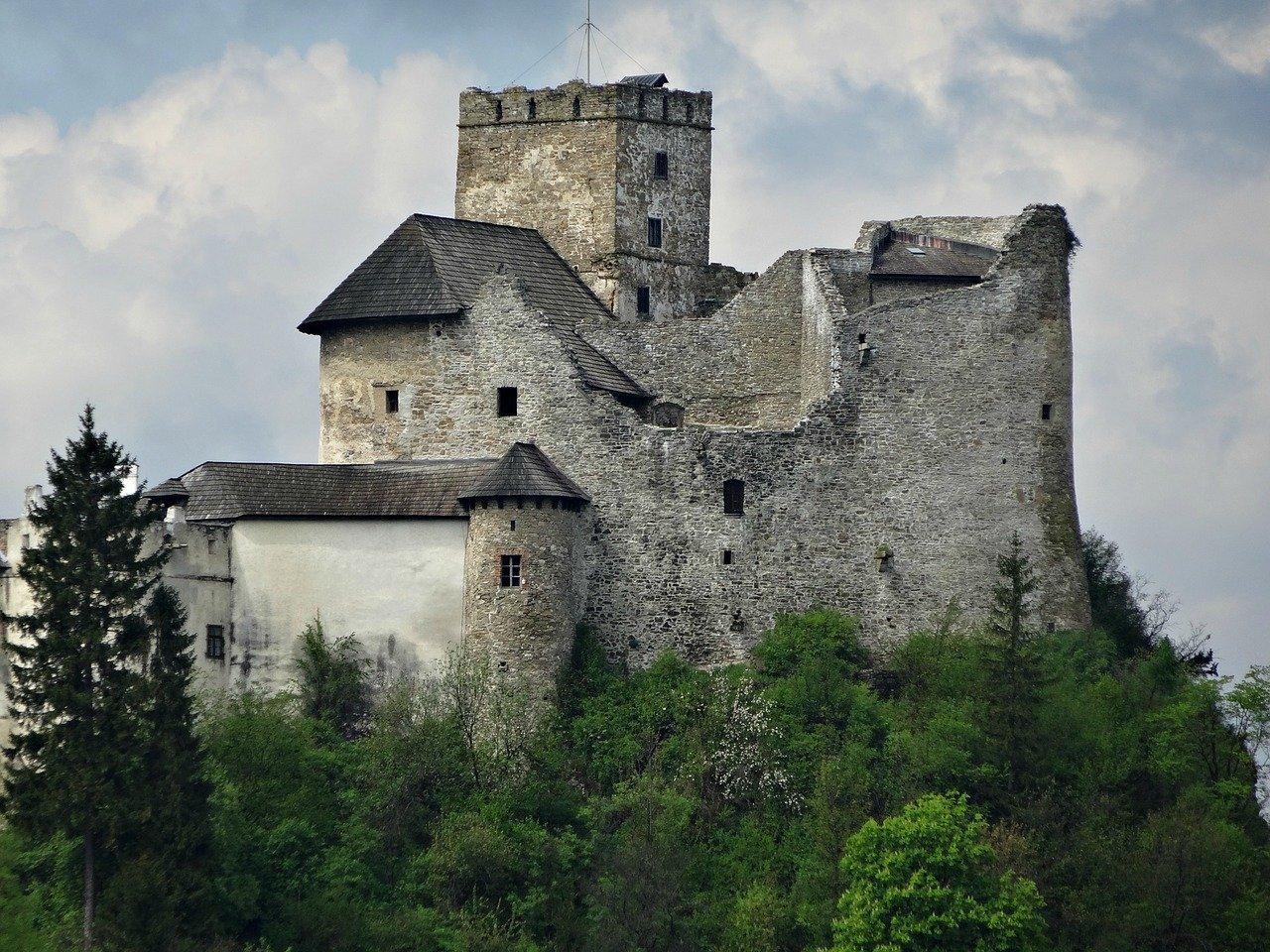 Откриха 10 тона нацистко злато, скрито в замък в Полша