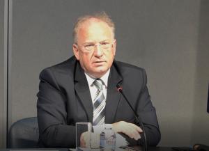"""""""Това е въздушно пиратство"""": Външният министър с реакция за принудителното кацане на самолет в Минск"""