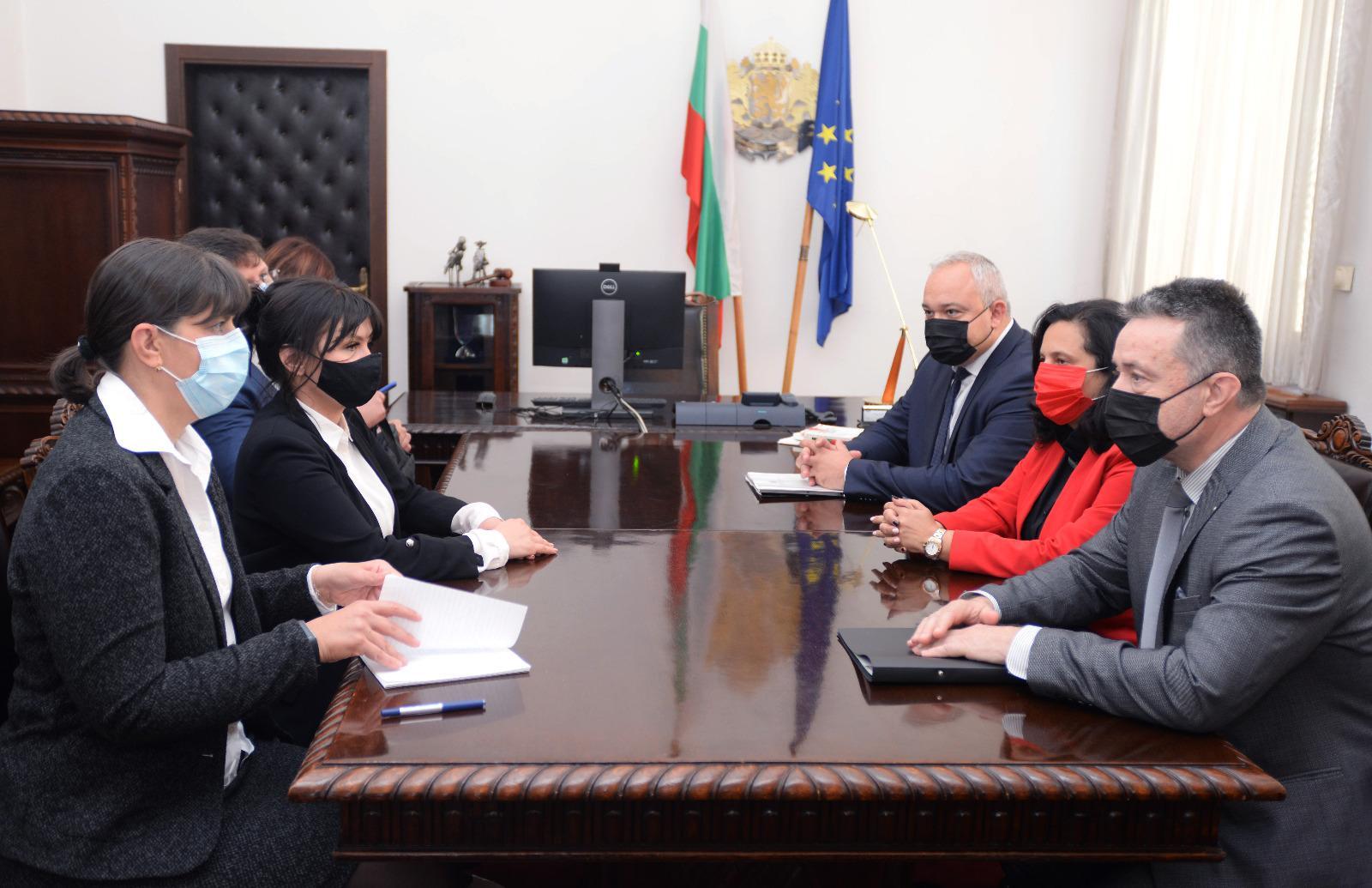 Лаура Кьовеши, Министър на правосъдието, главен прокурор, Иван Гешев, Янаки Стоилов