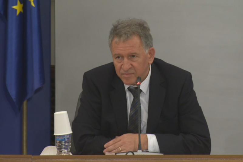 Кацаров: Да заведем хората, които нарушават мерките, в COVID отделенията да видят как други берат душа