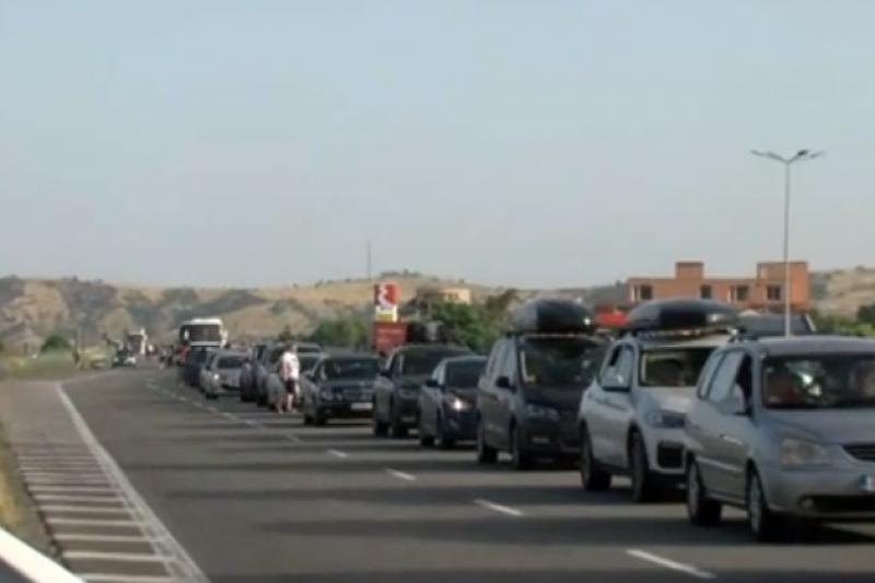 Над 3 километра колона за влизане в Гърция, чака се с часове