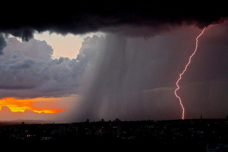 Градушка, порои и силни бури удариха много места у нас (СНИМКИ+ВИДЕО)