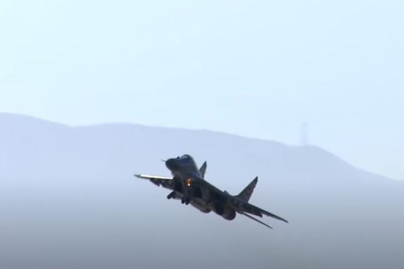 Открит е биологичен материал близо до отломките на падналия МиГ-29