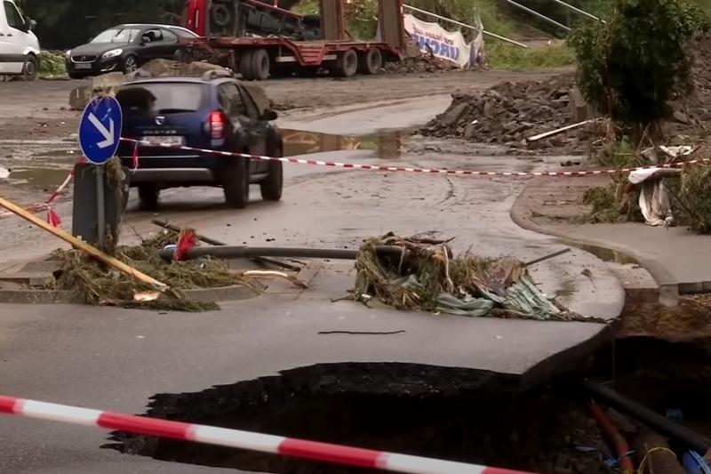 Стотици са в неизвестност в Германия след адските порои, масова евакуация в Нидерландия (ВИДЕО)