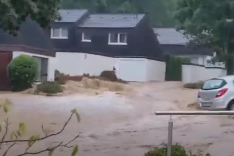 Невиждан потоп в Германия взе 11 жервти, 50 души са изчезнали (СНИМКИ+ВИДЕО)