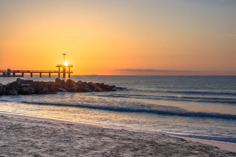 Стотици посрещнаха първото юлско слънце на морския бряг (ВИДЕО)