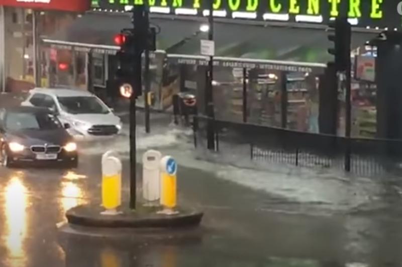 Порои наводниха Лондон, водно бедствие и в Швейцария