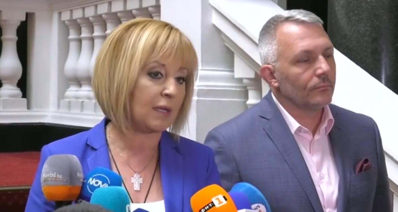 """You are currently viewing Манолова иска коалиция с новата партия на Петков и Василев и """"Демократична България"""""""