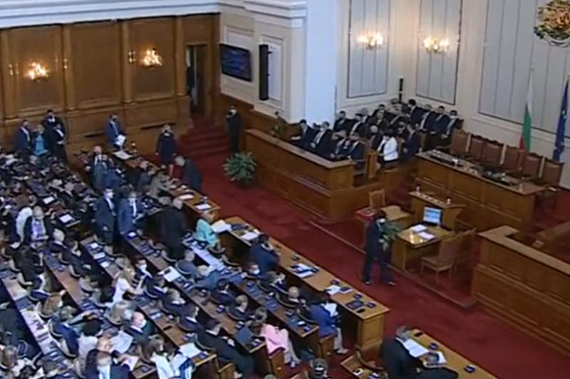 Преизчисляване на пенсиите, Комисия по ревизия, нов правилник: Първите законопроекти на новите депутати