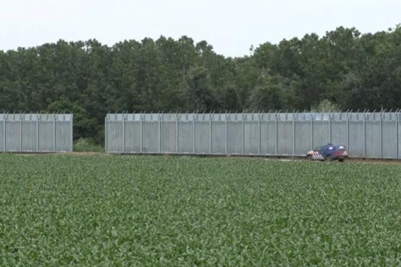 Гърция издигна 40-километрова ограда по границата с Турция