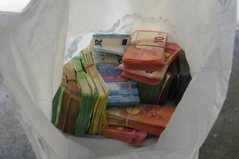 Граничари хванаха банков обирджия с над 100 000 евро на българската граница