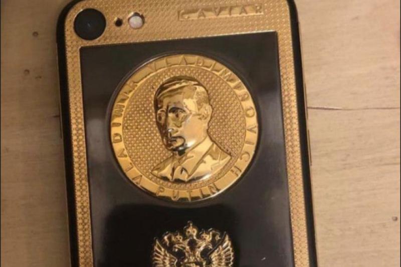 Златен Iphone с лика на Путин открили при ареста на Брендо в Украйна