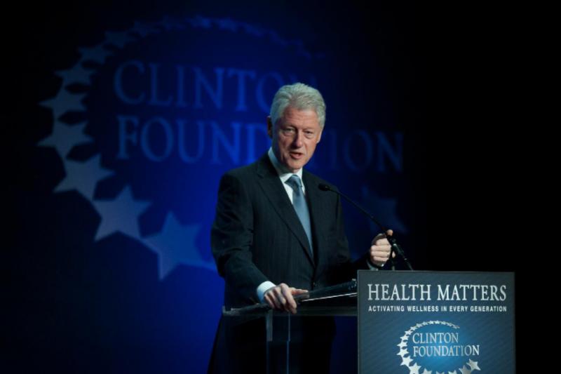 Бил Клинтън е в интензивно отделение