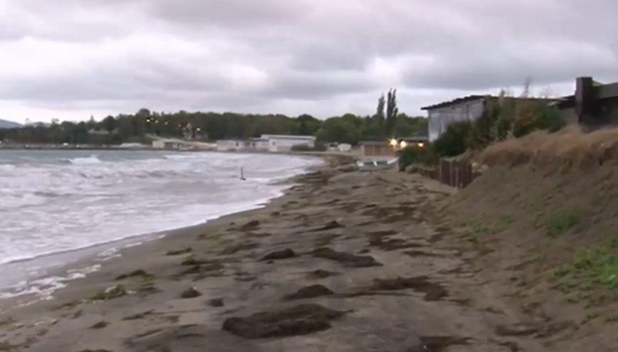 """You are currently viewing Бурното море """"изяде"""" 18 метра от плажа в Крайморие"""