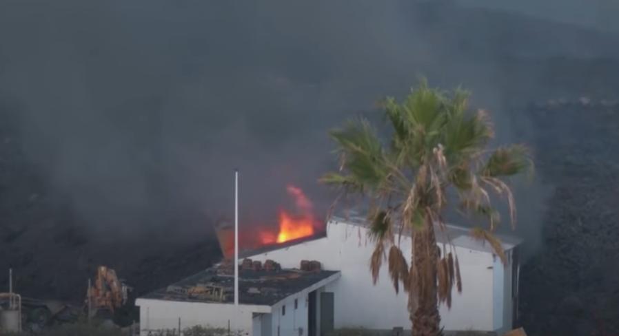 You are currently viewing Вълна от лава погълна огромен завод на остров Ла Палма (ВИДЕО)