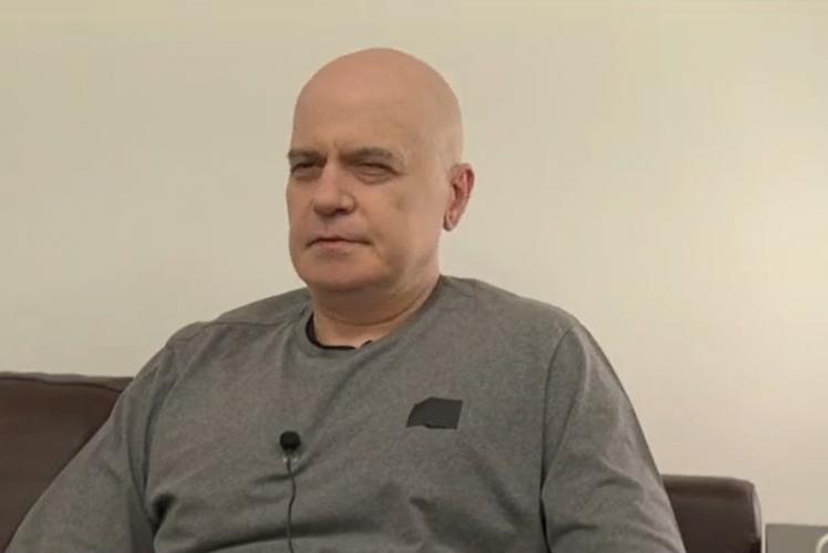 Слави Трифонов отговори на слуховете, че е приет в болница